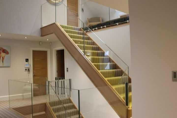 3 Reasons To Install Glass Balustrades For Staircases In Your Home